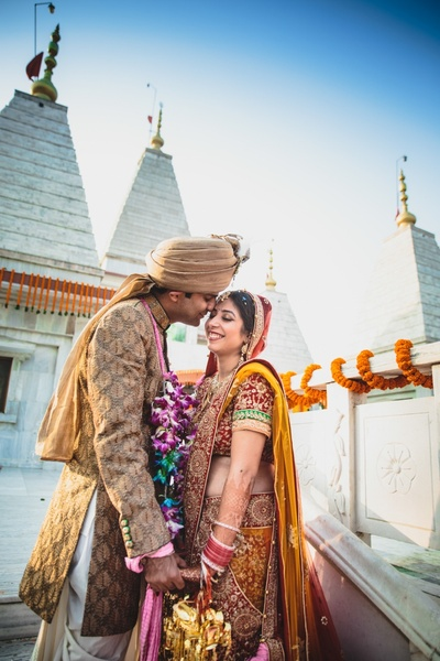 Candid wedding couple photography by Photozaapki.