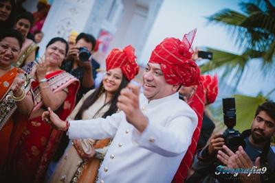 Family of the groom dressed in a red leheriya safa