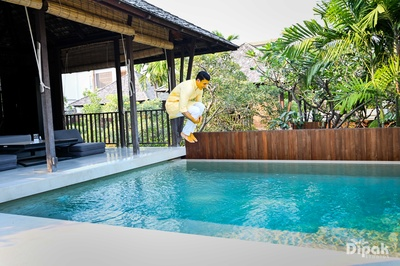 The to-be-groom dives right into the pool!