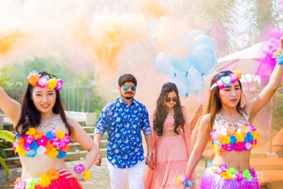 Couple entry ideas for mehendi function at beach-side party