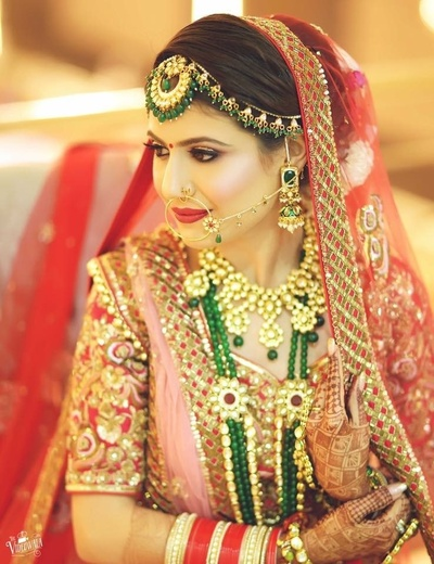 Gorgeous bridal portrait in stunning gold and emerald jewellery