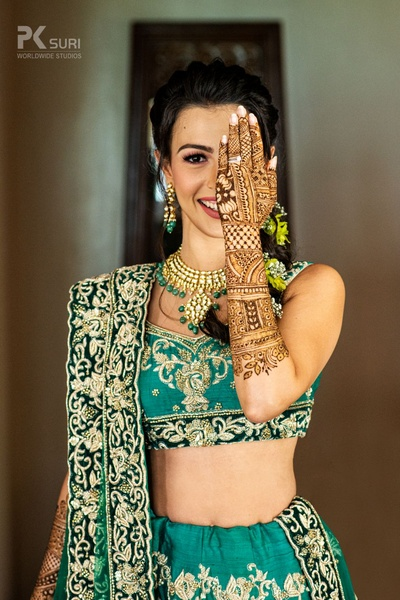 Prianka showing off her beautiful mehendi.