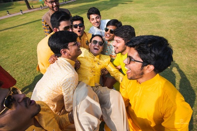 The groom having a gala time with his boy squad!
