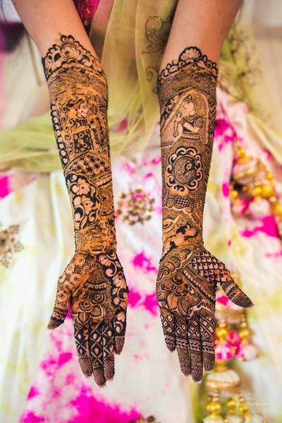 The bride flaunting her beautiful mehendi designs