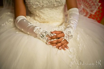 Lace hand gloves