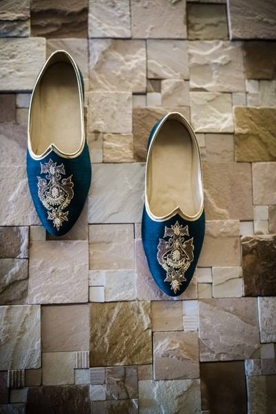 Siddharth wore a stunning pair ink blue embroidered mojris for his wedding ceremony.