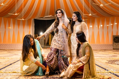 For the Mehendi ceremony in the evening, Ain opted for a pastel mouse grey and wine coloured gharara embroidered with traditional dabka work.
