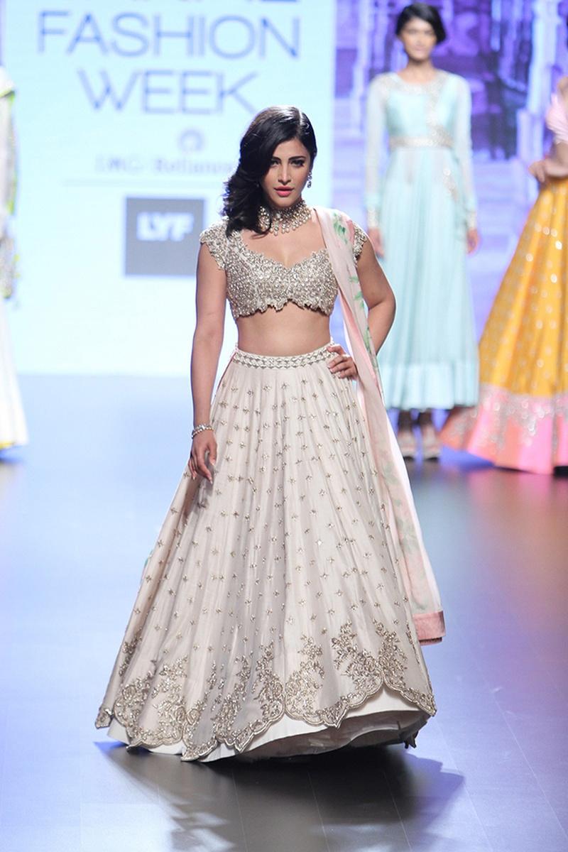 Get New Bridal Wear Inspiration Thanks to Anushree Reddy – Lakme Fashion Week