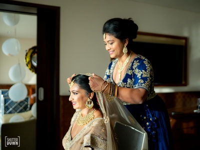 Avanti's bridesmaid helping her to get ready for her wedding