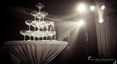 A champagne fountain ready for all the guests.