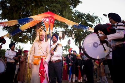 Traditional groom outfit ideas for wedding