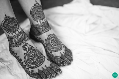 Intricately patterned mehendi adorned with contemporary designs