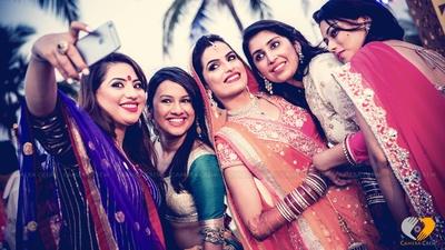 Bride wearing simple and elegant Kaliras