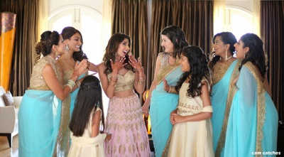 bride and bestfriends getting ready for the wedding