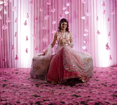 The gorgeous bride looks absolutely adorable in this shiny pink lehenga  and statement jewellery!