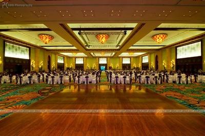Indoor celebrations in the wooden floored atlaantis banquet