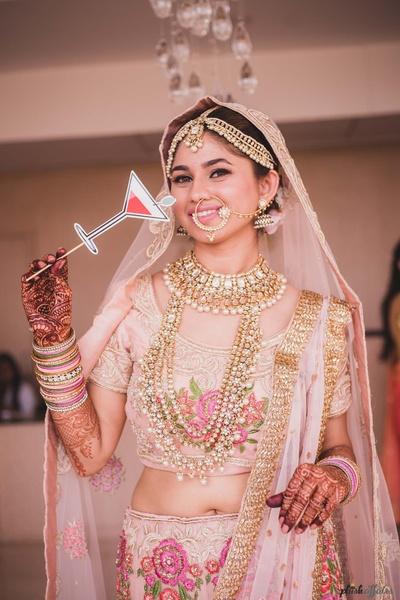 quirky bride poses before the wedding ceremony