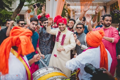 The groom dancing with his baraat