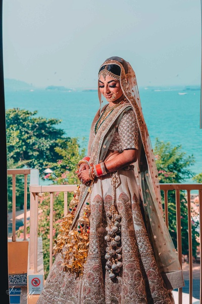 Bridal portrait of Simi posing in her minimal and natural makeup look for the wedding