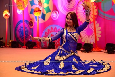 Bride's sister performing for the sangeet ceremony