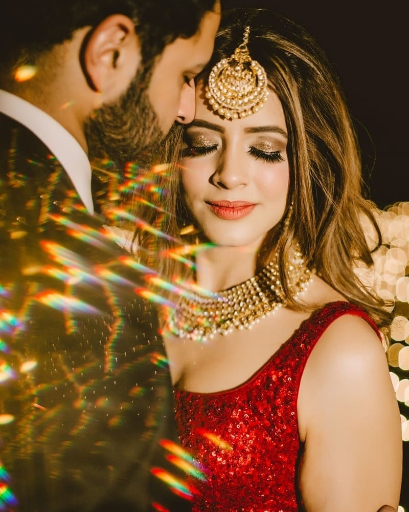 Such indian wedding couple poses are perfect just before the vidai pick your bride up and take her away dilwale dulhaniya le jayenge feels