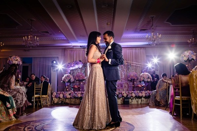 dance of the night by the bride and groom