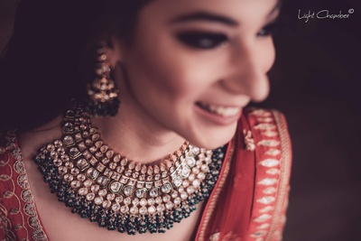 Beautiful kundan jewellery worn by the newlywed bride for her reception
