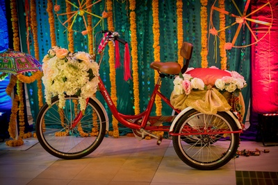 Quirky decor at sangeet function using florals and accessories
