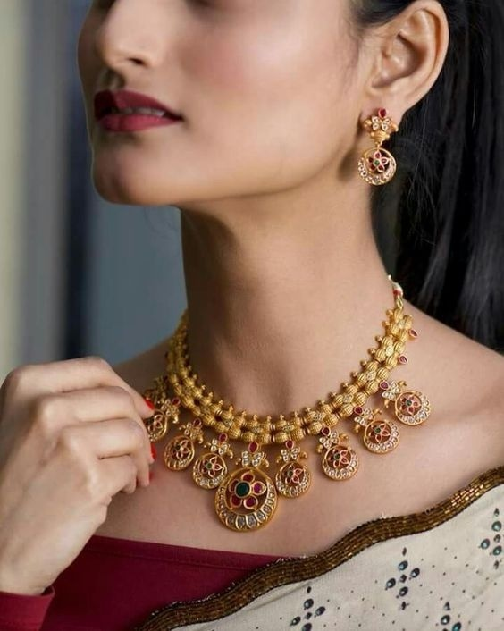 30 Bridal Gold Necklace Designs To Check Out Before Buying Your Wedding Jewellery Bridal Look Wedding Blog