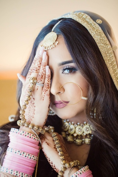 Komal's subtle bridal makeup look compliment the pastel all white theme of the wedding