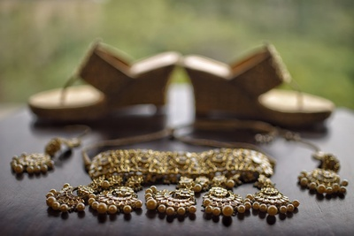 the classic bridal jewellery shot