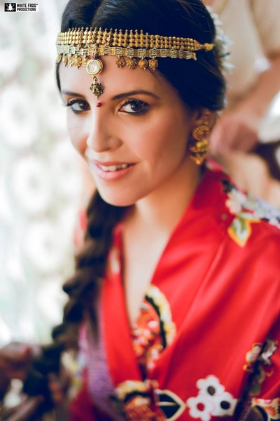 Adorned in a unique matha patti for the sikh wedding ceremony !