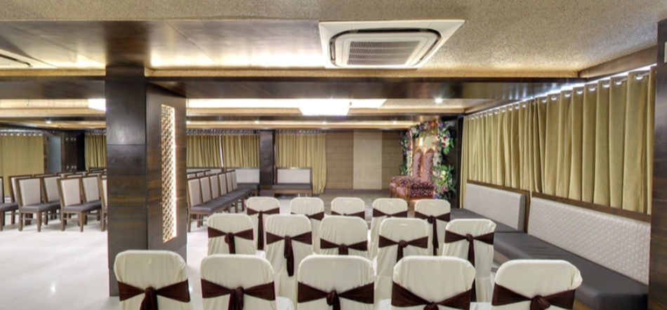 Dinner Point Restaurant And Banquet Kankaria Ahmedabad - Banquet Hall