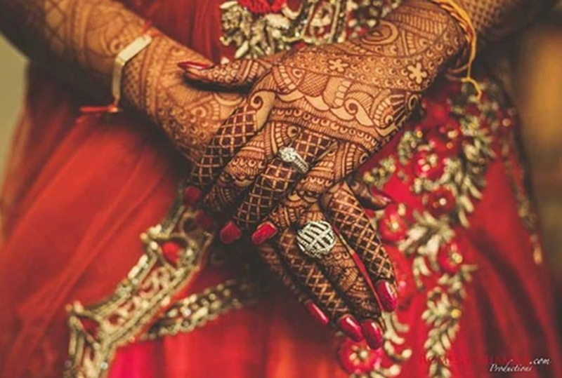 Top 10 Mehndi Pictures That Instagram Loved In 2017. #mehndigoals