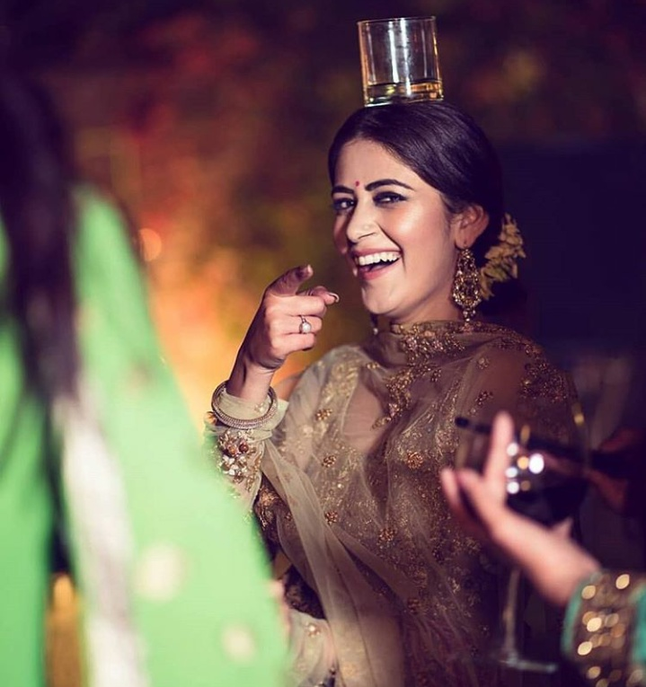 10. This bride balancing a glass of whiskey on her forehead is goals!