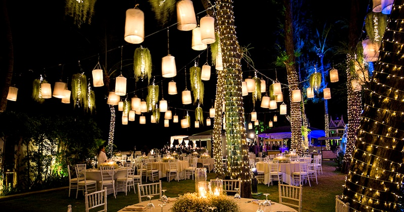 10+ stunning wedding decor ideas without the use of flowers!