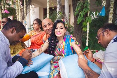 bride getting her hand mehendi done!