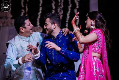 Looks like the bride and groom are having a gala time at their mehendi ceremony.