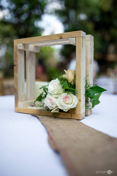 Table centrepiece for the wedding ceremony made of natural elelments such as wood and florals