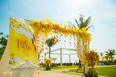 Yellow hues enveloping the haldi vibe!