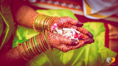 Glass and gold bangles coordinated with the saree
