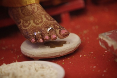 Mehendi designed feet enriched with silver bichchiyas