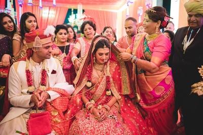 Emotional vidaai moment captured by ace photographer Annuraag Rathi.