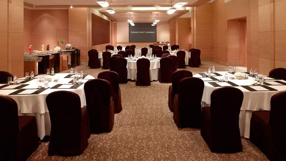 Grand Hyatt Foyer : Grand hyatt santacruz east mumbai banquet hall