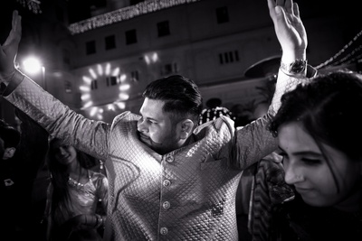 Amit goes all out at his sangeet
