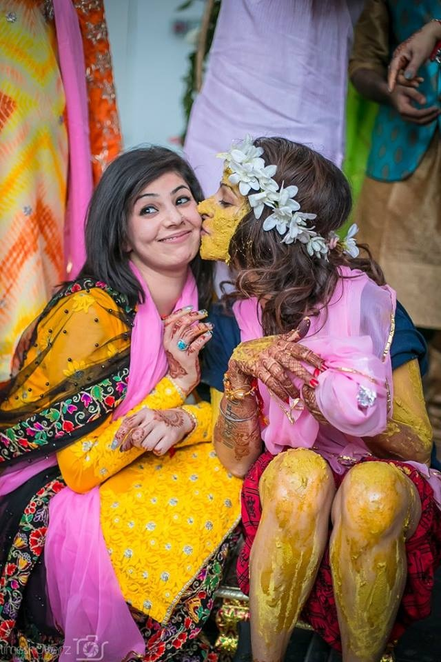 22.Bride found an innovative to rub some haldi off on her sister!