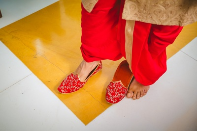 Red embroidered jhuti is a show stealer!