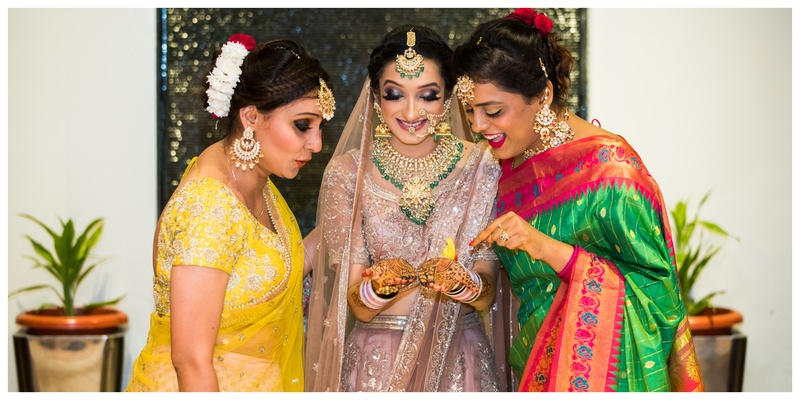 Vaibhav & Sapna Lucknow : We are in love with Sapna who chose a dusty lilac lehenga and bold smokey makeup for her wedding!