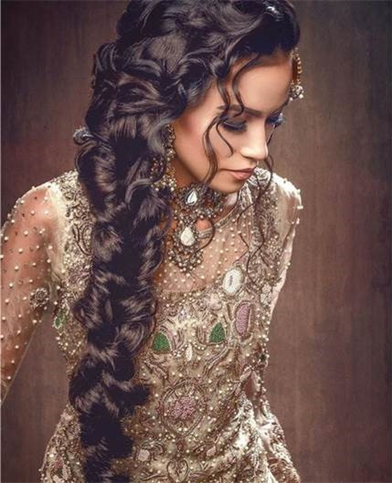Fashion style Indian latest bridal hairstyles trends for lady
