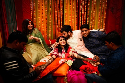 super cute picture of the bride and groom at the mehendi ceremony'